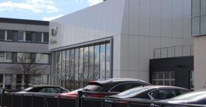 Außenansicht Cadillac – Neues Autohaus in Kesselsdorf